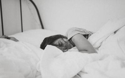 Podcast: Unettomuuden hoitaminen psykoterapiassa – Haastattelussa Heli Järnefelt